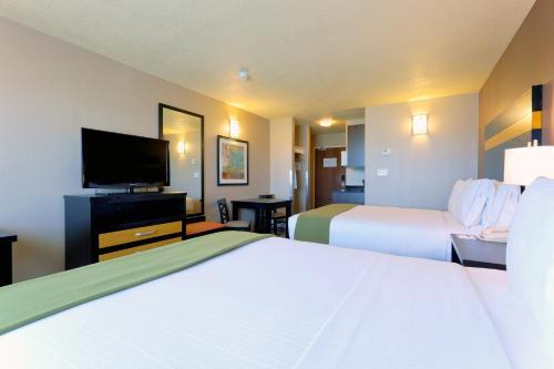 Holiday Inn Express Hotel & Suites Dawson Creek - Dawson Creek, BC V1G 0A4