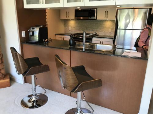 Granville Apartment - Vancouver, BC V6P 4Y7