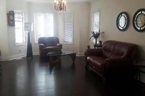 Maybank Ave Guesthouse - Toronto, ON M6N 3S7