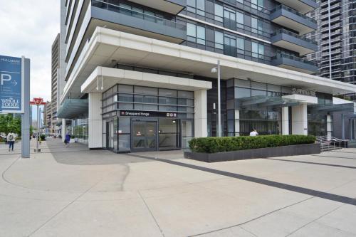 Royal Stays Furnished Apartments - Yonge/sheppard - North York, ON M2N 7K1