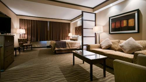Best Western Premier Denham Inn & Suites Photo