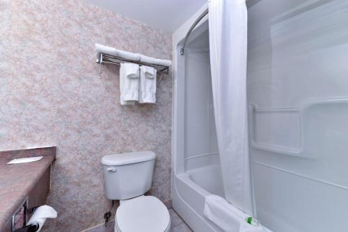 Lexington Inn & Suites - Windsor, ON N8W 2A1