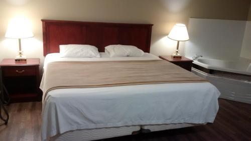 The Highlander Inn - Niagara Falls, ON L2G 1T4