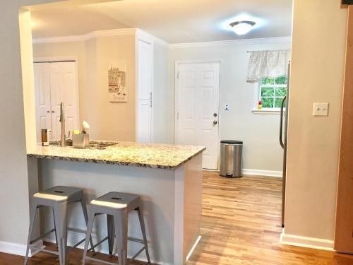 Spacious House In Eastlake - Decatur, GA 30032