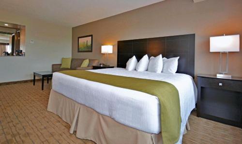 Best Western Pembroke Inn & Conference Centre - Pembroke, ON K8A 6W5