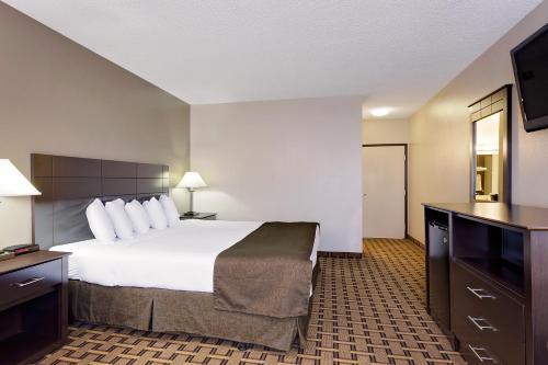 Baymont Inn & Suites Coralville Photo