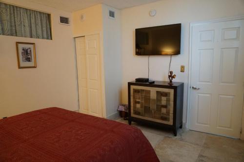 Collins Avenue Apartment Photo