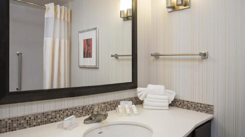 Hilton Garden Inn Louisville Downtown - Louisville, KY 40202