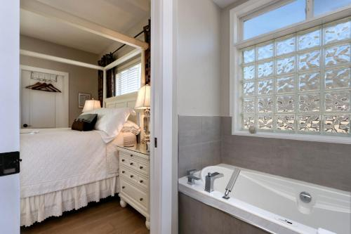 The Hopeless Romantic Guest Suites - Kelowna, BC V1P 1A1