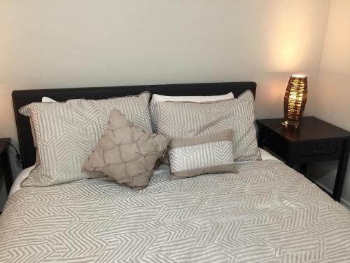 Bright Charming Okanagan Luxury Suite - Vernon, BC V1H 1X3