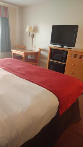 Country Inn & Suites by Radisson, Waterloo, IA Photo