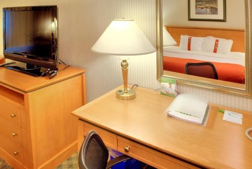 Holiday Inn And Suites North Vancouver - North Vancouver, BC V7J2H5