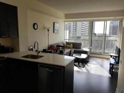 Furnished Apartments At Yonge & Eglinton By Canvas - Toronto, ON M4P 1R2