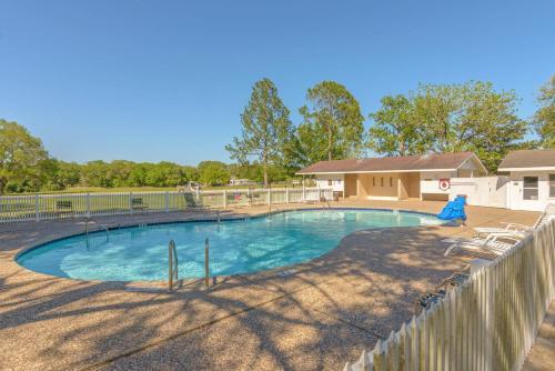 Colorado River Camping Resort Cabin 3