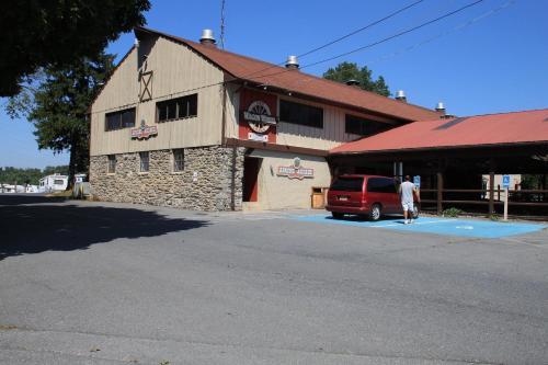 Circle M Camping Resort 24 Ft. Yurt 4 - Lancaster, PA 17603
