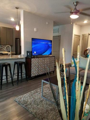 Lux Rentals - Orlando, FL 32821