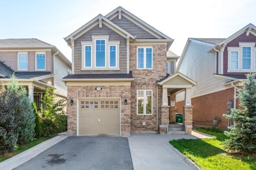 Huge 3 Bedroom Home Perfect For Your Stay - Brampton, ON L7A 0R5