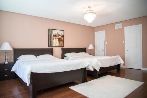 Stylish & Luxurious Holiday Home - Brampton, ON L7A 1W8