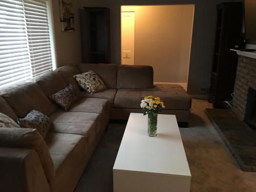 Executive 3 Bedroom Home - North Vancouver, BC V7L 2R8