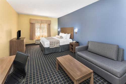 Days Inn & Suites By Wyndham Union City - Union City, GA 30291