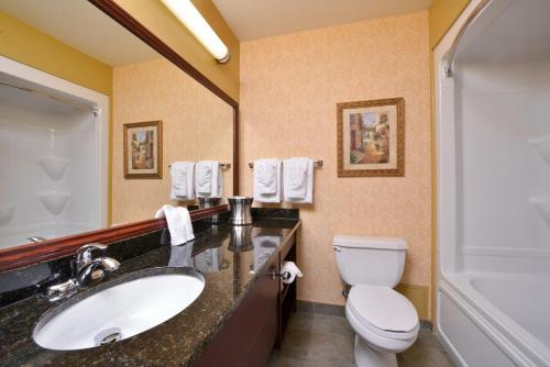 Best Western Plus Grand-Sault Hotel & Suites Photo
