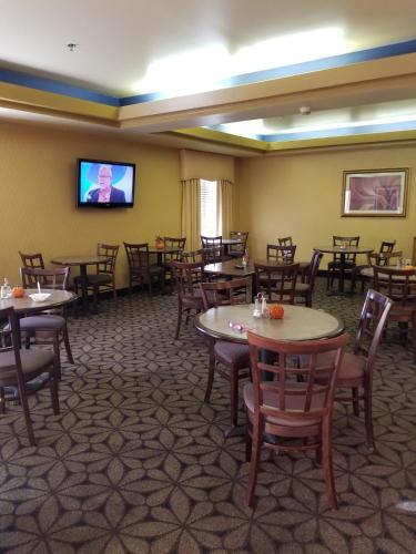 Days Inn Tulsa Central Photo