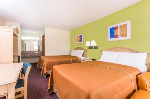 Travelodge By Wyndham Cordele - Cordele, GA 31015