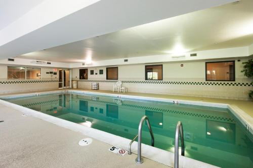 Country Inn & Suites by Radisson, Tinley Park, IL Photo