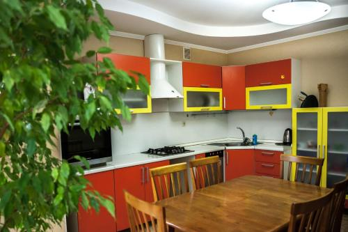 Hotel Apartment on Partizanskaya 1B