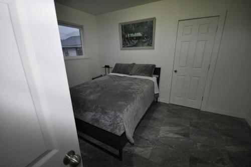 Luxury Downtown Squamish Mountain View Apartment - Squamish, BC V8B 0B7