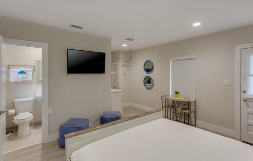 Drift Hotel - Key Largo, FL 33037