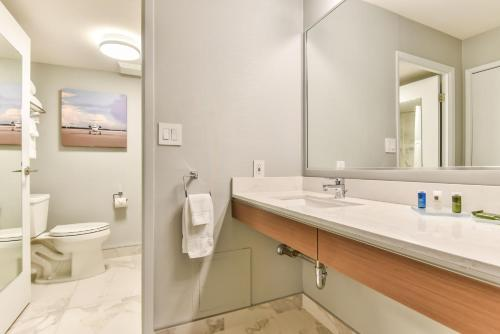 Radisson Suites Hotel Toronto Airport photo 17