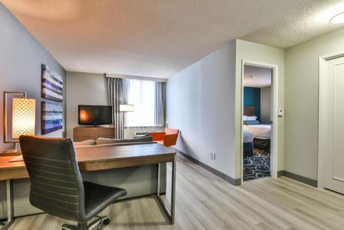 Radisson Suites Hotel Toronto Airport photo 18