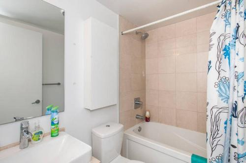 Perfectly Located Condo With Cn Tower View - Toronto, ON M5G 2K5