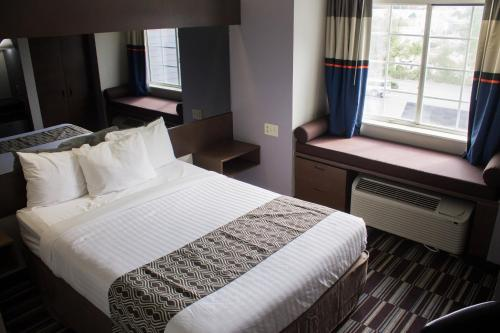Microtel Inn by Wyndham Chattanooga Hamilton Place Photo