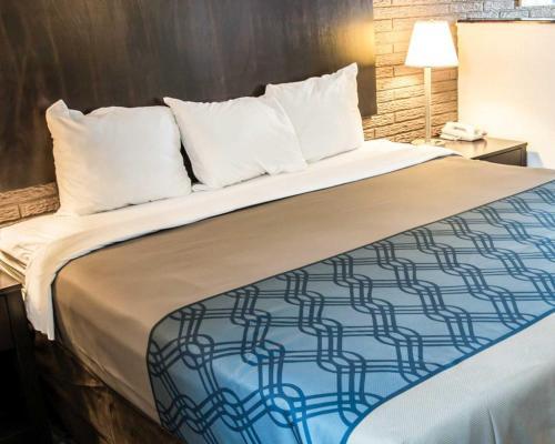 Rodeway Inn & Suites Photo