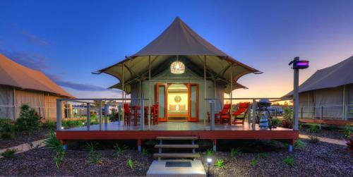 HotelRivershore Resort