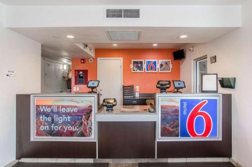 Motel 6 Rock Springs Photo