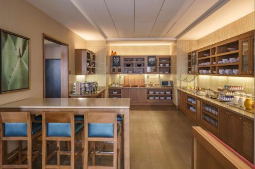 Hyatt Place Houston Galleria Photo