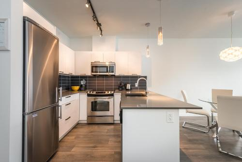 Downtown Garden Suite With Parking - Victoria, BC V8W 3G9