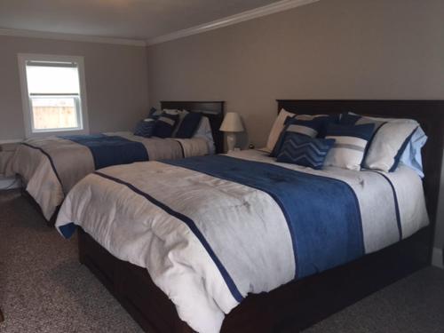 Shea's Riverside Inn & Motel Photo