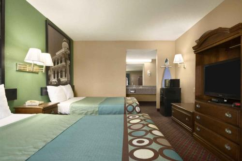 Super 8 By Wyndham Hattiesburg North - Hattiesburg, MS 39401
