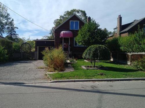 South Lakeshore Guesthouse - Etobicoke, ON M8W 2X3