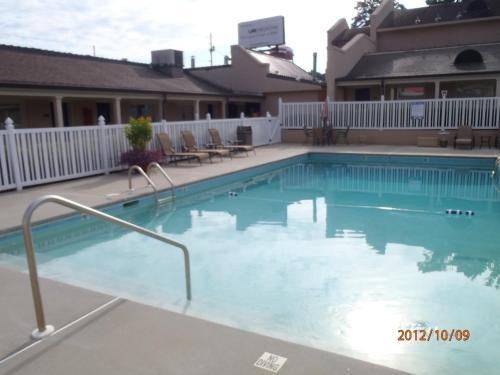 Days Inn By Wyndham Alexander City - Alexander City, AL 35010
