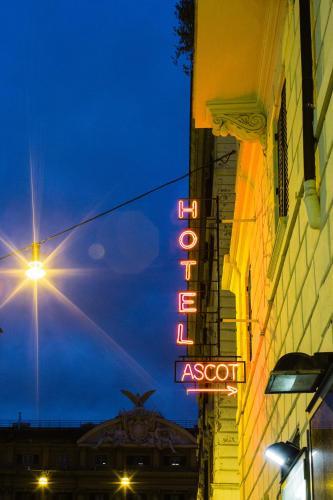 Hotel Ascot Photo