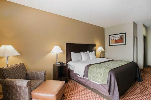 Comfort Inn & Suites - Fort Gordon Photo