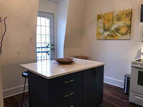 Newly-reno'd Stylish Apartment In Downtown Halifax - Halifax, NS B3K 3R8