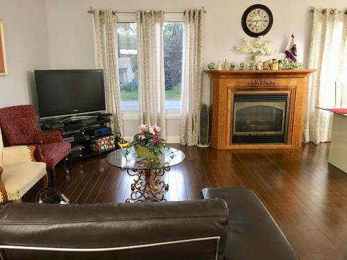 Lovely Home In Fort Erie - Fort Erie, ON L2A 4W4