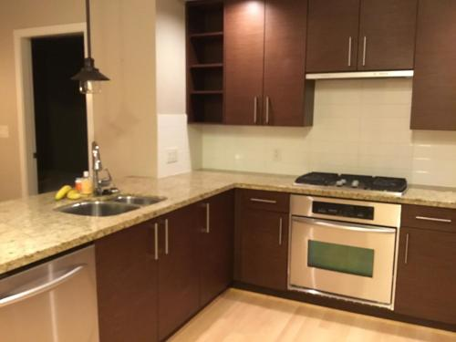 Oceanside Condo With Mountain View - Richmond, BC V6W 1B1