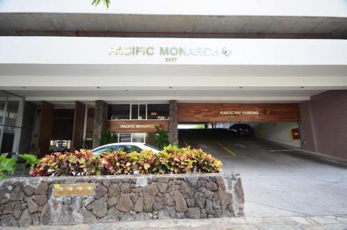 Pacific Monarch 2004 Photo